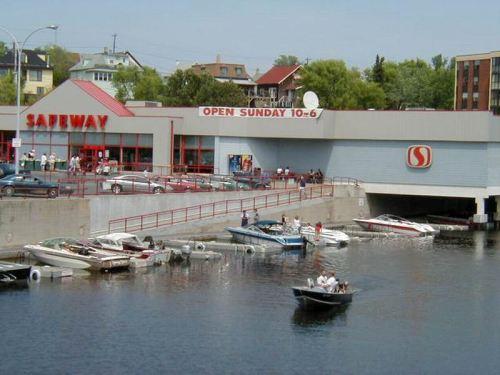 Convenient Lakeside Shopping!