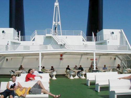 Sunny Lounge Deck
