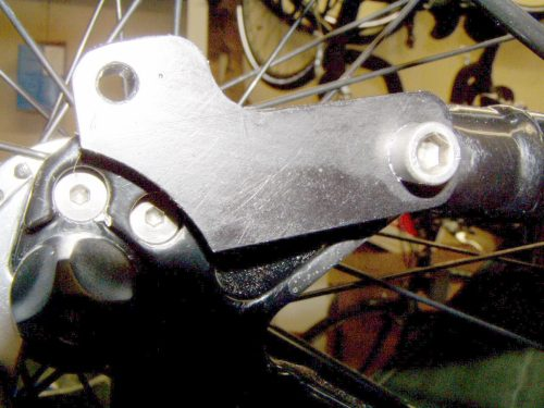 Adaptor plates to connect rear rack and fenders